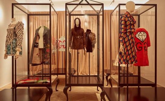 La Gucci Garden Galleria, présente des pièces de design, des souvenirs et des éphémères de la marque organisés en thèmes
