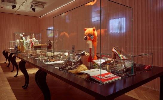 Dans le Gucci Garden Galleria, des objets du passé et du présent sont exposés les uns à côté des autres, et affichent la créativité du concepteur de la marque.
