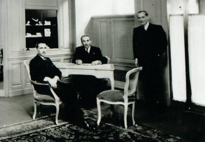 Claude, Julien et Louis Arpels dans les salons de Van Cleef & Arpels à New York, années 1940
