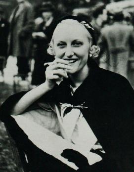 Renée Puissant aux courses à Longchamps, 1935