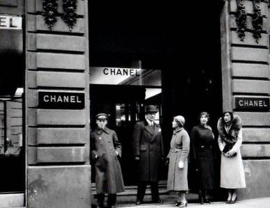 Entrée du 31 rue Cambon ou Gabrielle s'est établie en 1919.jpg