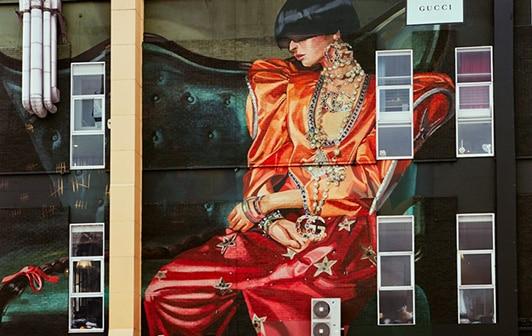 journal-du-luxe-gucci-mural-.jpg