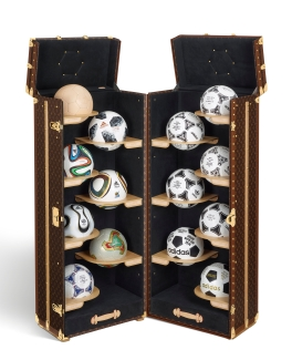 FIFA-World-CupTM-Official-Match-Ball-Collection-Trunk_OPEN