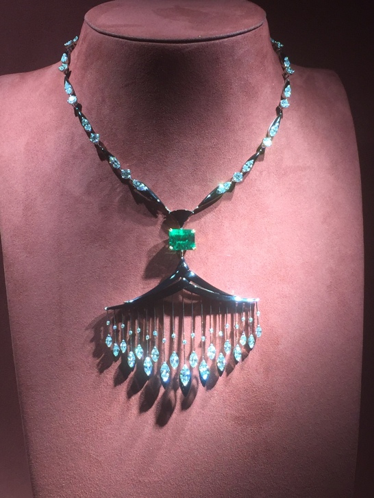Collier en onyx, diamants et émeraude